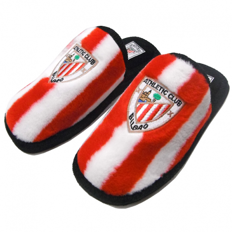 Athletic de Bilbao Slippers at home.