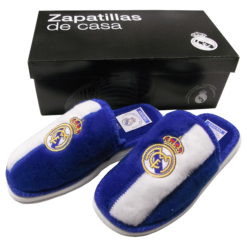 Zapatillas de estar por casa del real madrid for Decoration chambre real madrid